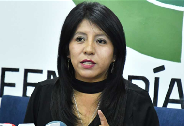 Nadia Cruz, defensora del pueblo de Bolivia. Foto. Internet