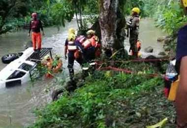 Socorristas en busca de sobrevivientes. Foto Internet