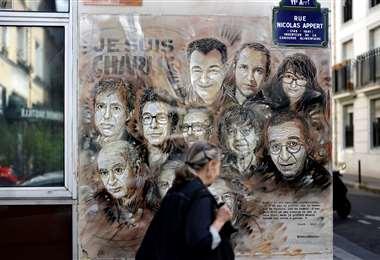 Homenaje a los miembros de Charlie Hebdo muertos en el atentado. Foto AFP