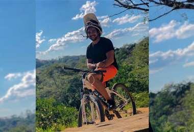 Jaime Quintanilla y su 'bici' durante la cuarentena. Foto: Internet
