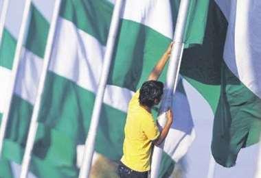 Las banderas lucen en el mes de Santa Cruz