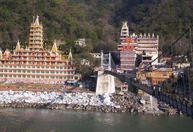 El puente sagrado en Rishikesh. Foto Internet