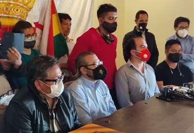Rómulo Calvo llegó a Sucre para solicitar la renuncia de Juan Lanchipa