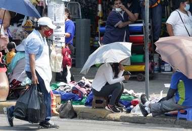 Hay más movimiento en las calles de las ciudades bolivianas. Foto: Fuad Landívar