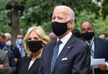 Biden y su esposa en el acto en Nueva York. Foto AFP