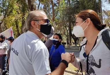 El presidente cívico, Rómulo Calvo (izq.), lidera las protestas contra Lanchipa en Sucre