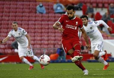 Salah, del Liverpool, hizo este sábado tres goles para su equipo. Foto: AFP