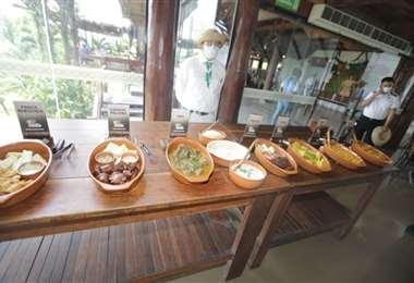 Bufet típico que ofreció la Casa del Camba del Urubó