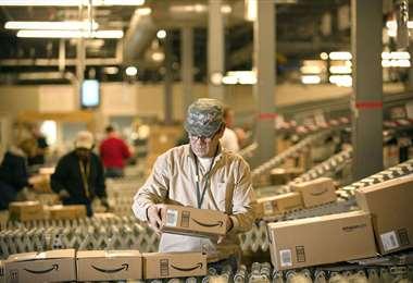 La explosión del comercio en línea favorece a Amazon. Foto Internet