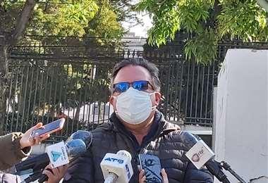 Carlos Alarcón presentó la denuncia ante el TSE. Foto:CC