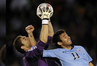 Carrizo en el partido de ida de las eliminatorias a Sudáfrica 2010, contra Uruguay