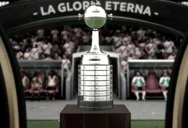 El trofeo de la Copa Libertadores que está en disputa. Foto: internet