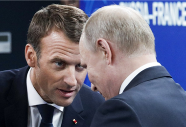 Macron, presidente de Francia, dialoga con su homólogo Vladimir Putin. Foto. Internet