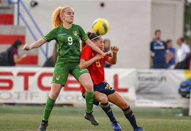 Doerksen disputando un partido amistoso en España. Foto: Prensa Cotif