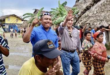 El gobernador Erick Iván Martelo Robinson y el presidente Cortizo. Foto Mi Diario
