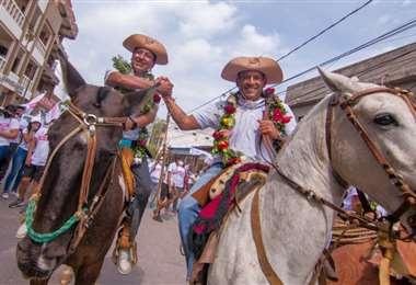 Marco Pumari (izq) y Luis Fernando Camacho (der) en Villamontes