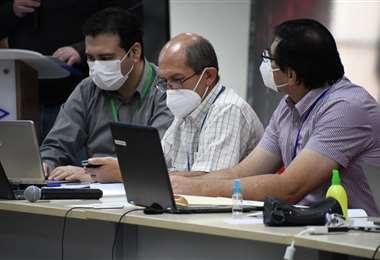 Autoridades buscan salir de la crisis de los hidrocarburos (Foto: Min. de Hidrocarburos)