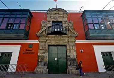 El frontis del Tribunal Constitucional de Perú. Foto AFP