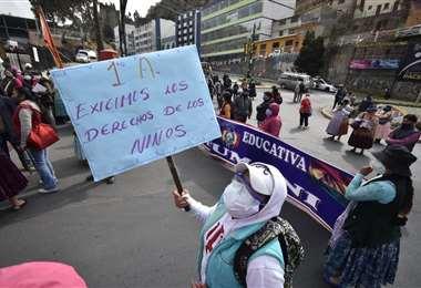 Padres de familia protestan en La Paz/Fotos: APG