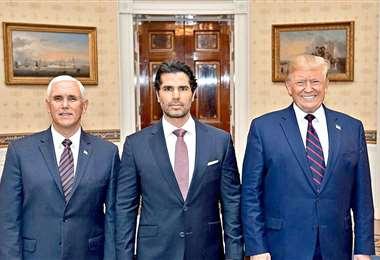 Mike Pence, Eduardo Verástegui y Donald Tump en el nombramiento del mexicano como asesor