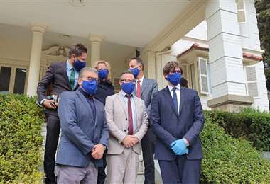 La delegación a su salida del TSE I ABI.