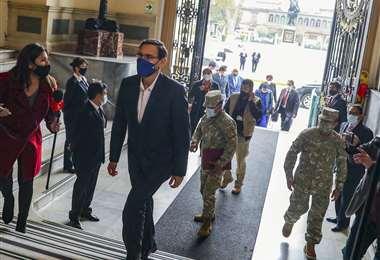 Vizcarra llegando al Congreso. Foto AFP