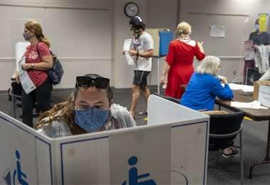 Votantes anticipados en un centro de Fairfax. Foto AFP