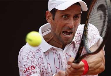 Djokovic, en pleno partido. Foto: AFP