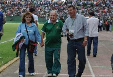 Abdul Aramayo (centro) en un partido de la selección en La Paz. Foto: internet