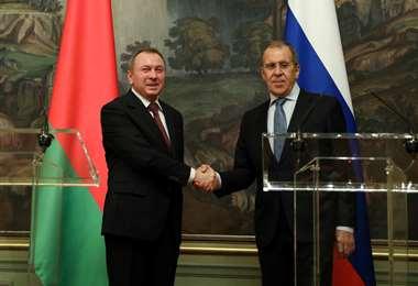 Los cancilleres de Bielorrusia (izq.) y de Rusia se reunieron en Moscú. Foto AFP