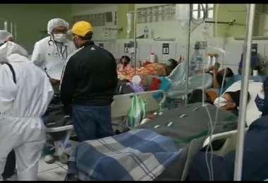 Personal de salud y pacientes en el hospital Obrero