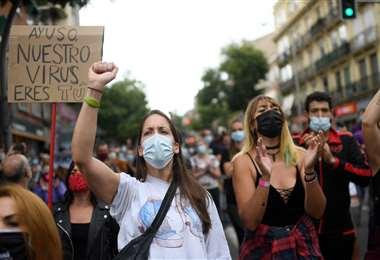 Protestas por el nuevo confinamiento. Foto AFP