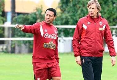 Solano y el DT de Perú, Ricardo Gareca. Llevan cinco años trabajando juntos