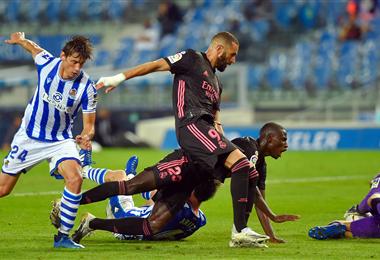 Mendy y Benzema caen tras una jugada ofensiva. Foto: AFP. Foto: AFP