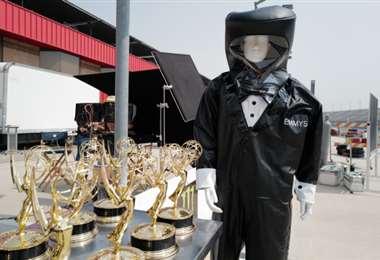 Así lucirán los trajes de los presentadores que harán la entrega de los premios en vivo