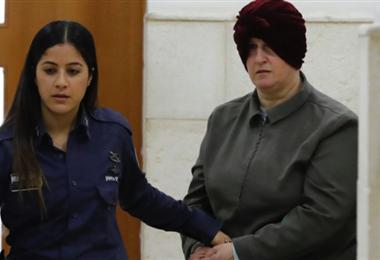 La profesora australiana extraditada (dcha.). Foto Internet