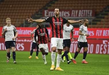 El festejo de Ibrahimovic, que aportó con un gol al triunfo del Milan. Foto: AFP