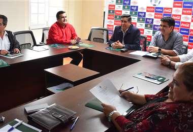 El comité ejecutivo de la FBF cuando era presidido por César Salinas. Foto:internet