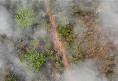 El fuego arrasa con los bosques de Santa Cruz. Foto. EL DEBER
