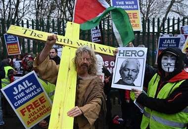 Partidarios de Assange piden su liberación en Londres. Foto Internet
