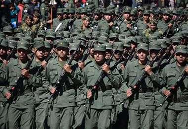 Premilitares en Bolivia I internet.