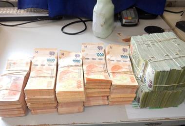 Dinero incautado a ciudadano boliviano. Foto. lagacetasalta.com.ar