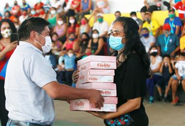 Los reclusos de Palmasola recibieron donaciones. Foto. Jorge Gutiérrez