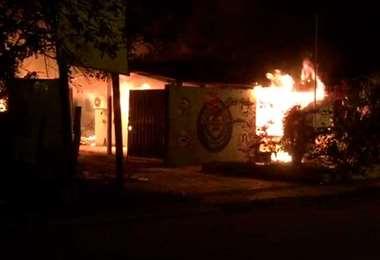 La ira de los vecinos derivó en la quema de las instalaciones policiales