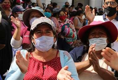 La población boliviana descuida la bioseguridad.