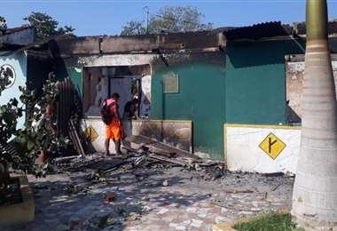 La dependencia policial quedó destruida; represalia de los vecinos