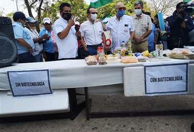Afuera del Palacio de Justicia mostraron alimentos producidos gracias a la biotecnología