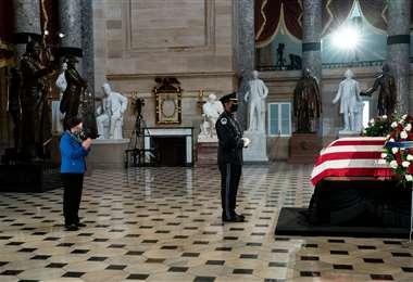 Los restos de la jueza en el Salón de las Estatuas del Capitolio. Foto AFP