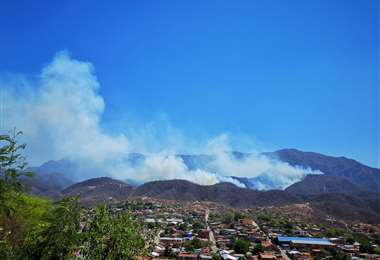 El incendio en el cerro Sararenda no logra ser controlado /fotos: bomberos voluntarios