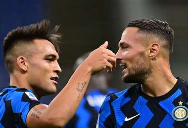 El festejo de Lautaro Martínez y Danilo D' Ambrosio, jugadores del Inter. Foto: AFP